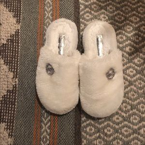 Michael Kors—White Furry Slippers •WFH perfection